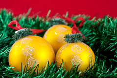 Drie Kerstmis gouden ballen Stock Fotografie