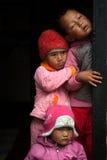 Drie kinderen het piepen Royalty-vrije Stock Afbeelding