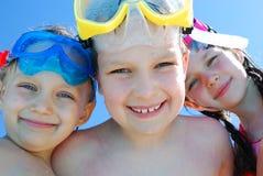 Drie kinderen met beschermende brillen Royalty-vrije Stock Afbeeldingen