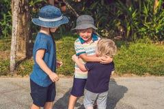 Drie kinderen van verschillende leeftijd royalty-vrije stock fotografie