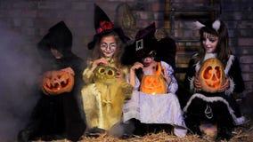 Drie Kleine Heksen en Één Monster hebben een Partij stock footage