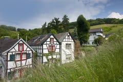 Drie kleine leuke frame huizen Royalty-vrije Stock Afbeelding