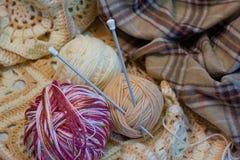 Drie kleurrijke draden voor het breien royalty-vrije stock afbeelding