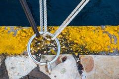Drie knopen die aan één ring vastmaken Royalty-vrije Stock Foto's