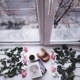 Drie kop coffe en croissanten Stock Foto's
