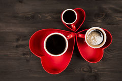 Drie koppen van koffie in het rode hart Stock Afbeeldingen
