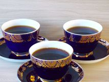 Drie koppen van ochtend hete coffe stock foto's