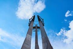 Drie Kruisen met ankers, een monument aan de gevallen arbeiders van scheepswerf bij Solidarnosti-Vierkant in Gdansk, Polen royalty-vrije stock foto