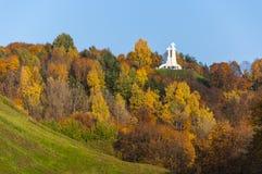 Drie Kruisenmonument op de heuvel in Vilnius Stock Afbeelding