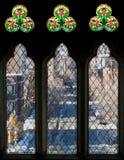 Drie lang vensters en gebrandschilderd glas Stock Afbeeldingen
