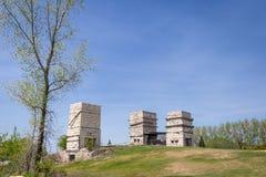 Drie lange oude verlaten historische kalksteenovens royalty-vrije stock foto's