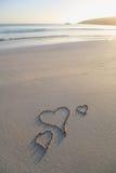 Drie liefdeharten op een strand Stock Foto