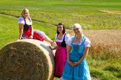 Drie meisjes in Dirndl Royalty-vrije Stock Fotografie