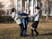 Drie meisjes het dansen Stock Afbeelding