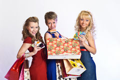 Drie meisjes na het winkelen Royalty-vrije Stock Foto's