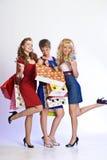 Drie meisjes na het winkelen Stock Fotografie