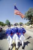 Drie Mensen die in 4 de Parade van Juli, Vreedzame Palissaden, Californië marcheren Royalty-vrije Stock Afbeeldingen