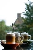 Drie mokken met koffie en room - verticaal Stock Foto's