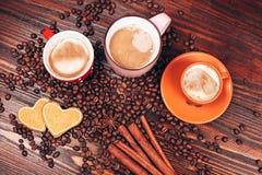 Drie mokkenhoogtepunt van hete koffie royalty-vrije stock foto