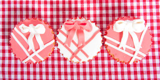 Drie mooie eetbare cupcakes Stock Foto's