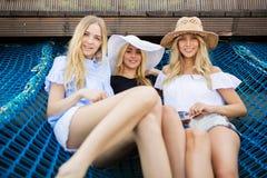 Drie mooie vrienden royalty-vrije stock fotografie
