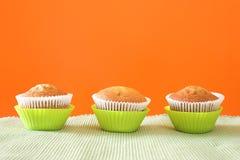 Drie muffins in groene koppen Royalty-vrije Stock Foto