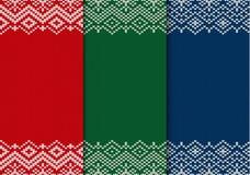 Drie naadloze gebreide Kerstmisornamenten Rode, groene en blauwe geometrische achtergrond stock illustratie