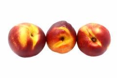 Drie nectarines op witte achtergrond Royalty-vrije Stock Afbeeldingen