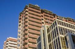 Drie nieuwe gebouwen van verschillende architecturale stijlen Royalty-vrije Stock Afbeelding