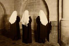 Drie nonnen in kerk Royalty-vrije Stock Foto's