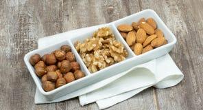 Drie noten, hazelnoot, amandel en okkernoot stock foto