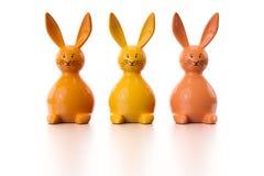 Drie oranje Pasen-konijntjescijfers Royalty-vrije Stock Afbeelding