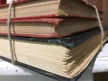 Drie oude boeken op lijst Royalty-vrije Stock Afbeeldingen