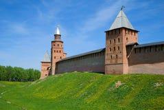 Drie oude torens van Novgorod het Kremlin op een zonnige Mei-dag Veliky Novgorod, Rusland stock fotografie