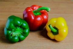 Drie peper op de lijst Royalty-vrije Stock Afbeelding