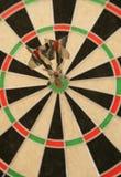 Drie pijltjes in bullseye royalty-vrije stock foto