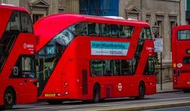 Drie Rode Bussen van Londen op een rij royalty-vrije stock afbeelding