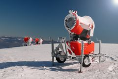 Drie rode sneeuwkanonnen Stock Fotografie