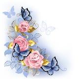 Drie roze rozen op witte achtergrond Stock Foto