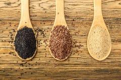 Drie Samani Vlas, zwarte sesam, amarant De mening vanaf de bovenkant Een gezonde voeding, kan groeien Royalty-vrije Stock Foto