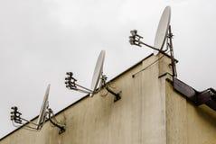 Drie satellietschotels Stock Afbeeldingen