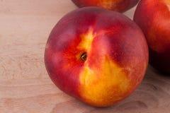 Drie smakelijke verse rijpe sappige nectarines Stock Foto's