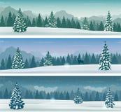 Drie sneeuwlandschappenbanner met wilde aard, bergen en sneeuwbomen De vakantie van de winter Vector royalty-vrije illustratie