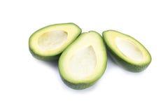 Drie snijden de helften van avocado zonder kuilen op witte achtergrond Stock Afbeeldingen