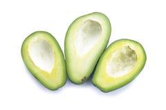 Drie snijden de helften van avocado zonder kuilen op witte achtergrond Royalty-vrije Stock Afbeeldingen