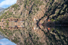 Drie spoorwegtunnels langs het Reservoir van de Rotskreek Royalty-vrije Stock Afbeeldingen