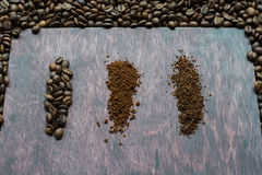 Drie stadia van afzonderlijke koffielijnen Van korrel aan oplosbare stof Stock Fotografie