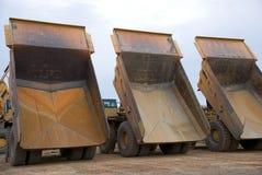 Drie stortplaatsvrachtwagens Royalty-vrije Stock Foto's