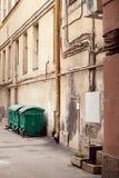 Drie straatvuilnisbakken. Stock Fotografie