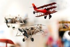 Drie stuk speelgoed vliegtuigen Royalty-vrije Stock Foto's